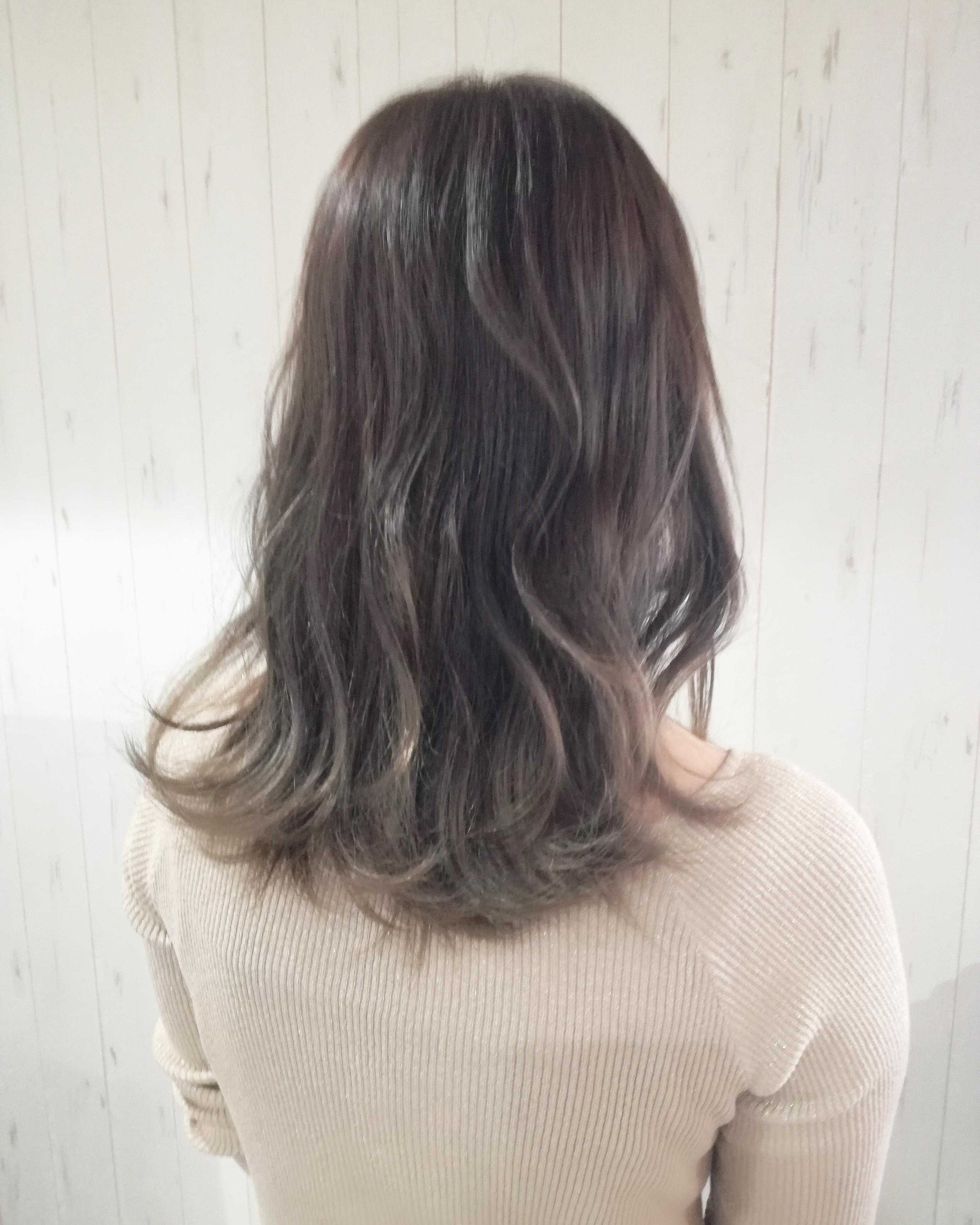ティー 髪 色 ミルク